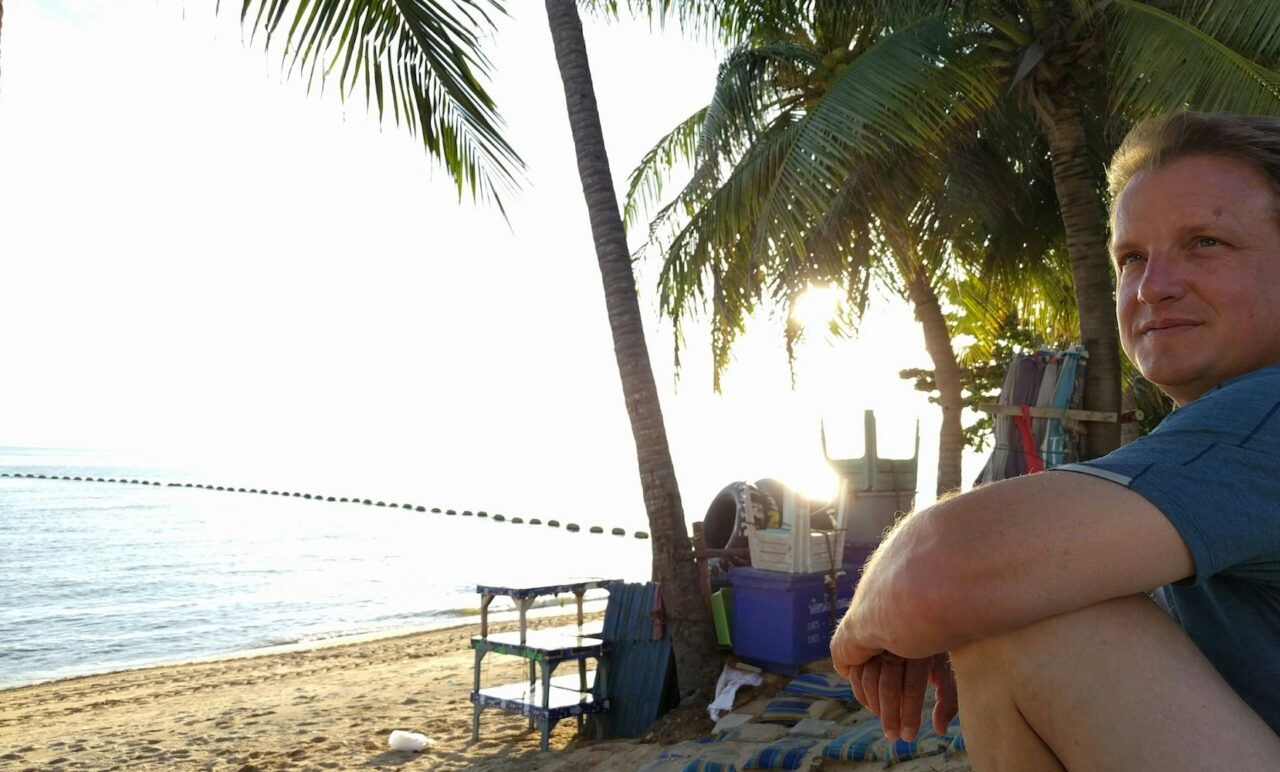 watching the waning sun over the gulf of Thailand
